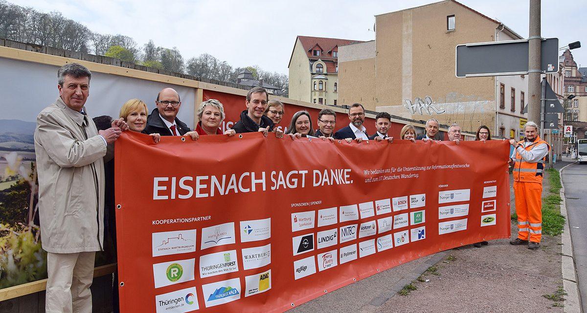 """Eisenach sagt Danke am Bauzaun """"Tor zur Stadt"""""""