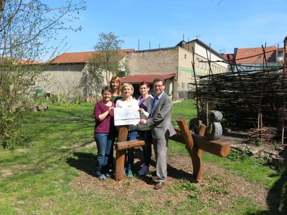 Town & Country Stiftung  übergibt Scheck: 500 Euro an das Jugendprojekt Boje