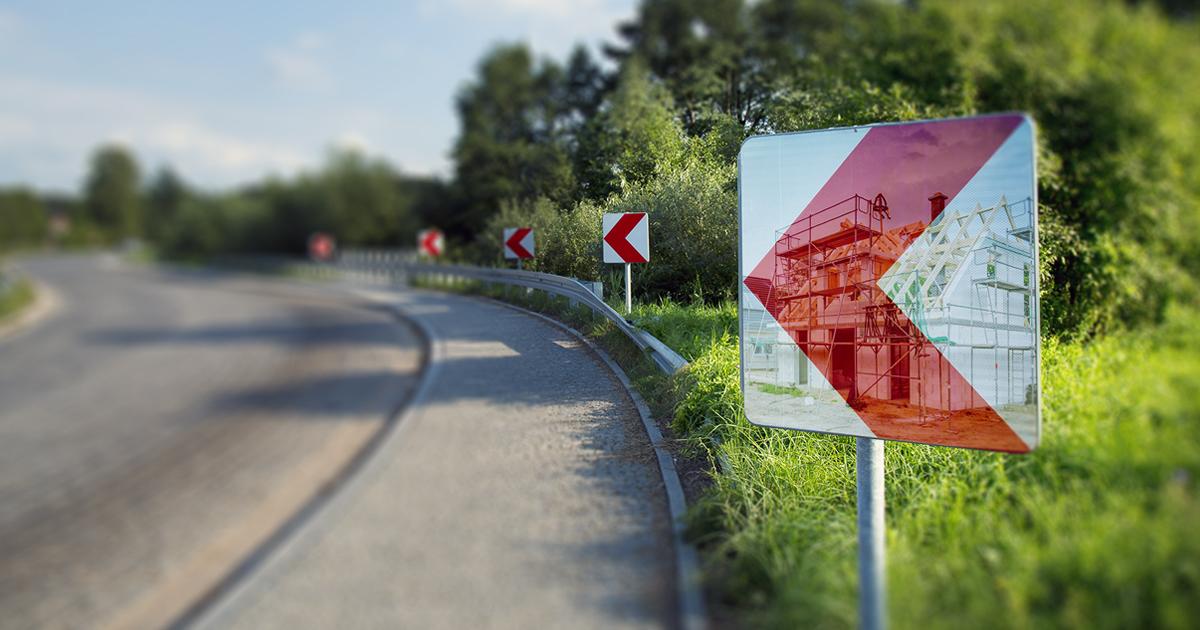 Hausbau an der Straße: So schützen Sie sich vor Gefahren